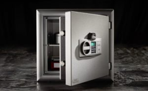 Already from 400 to 500 euros, a reliable brand safe is purchasable. Compared to possible losses, a reasonable investment