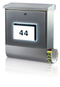 "Sunny times for deliverers and visitors: The new solar letter box ""Malaga"" is equipped with an illuinated house number"